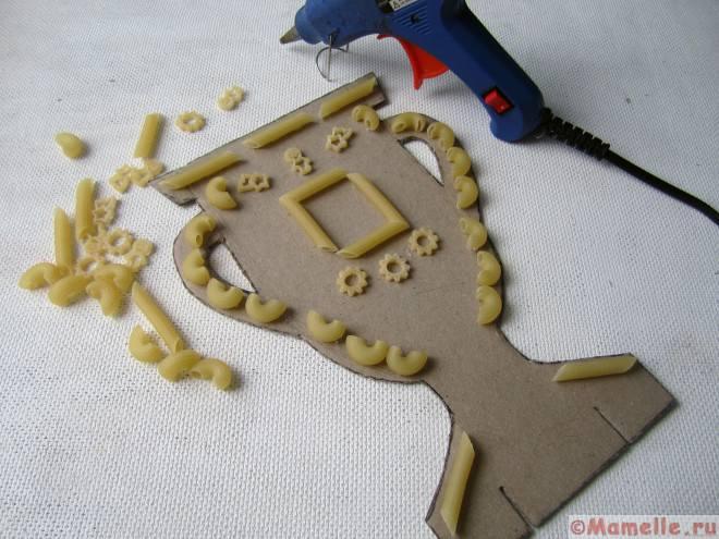 поделка из макарон кубок