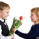 Как провести 23 февраля и 8 марта в школе и что подарить детям?