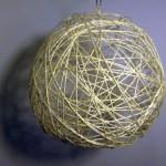 елочный шар из ниток фото